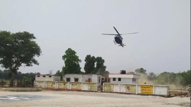 सीएम योगी की सुरक्षा में बड़ी चूक, खेत में उतरा हैलीकॉप्टर