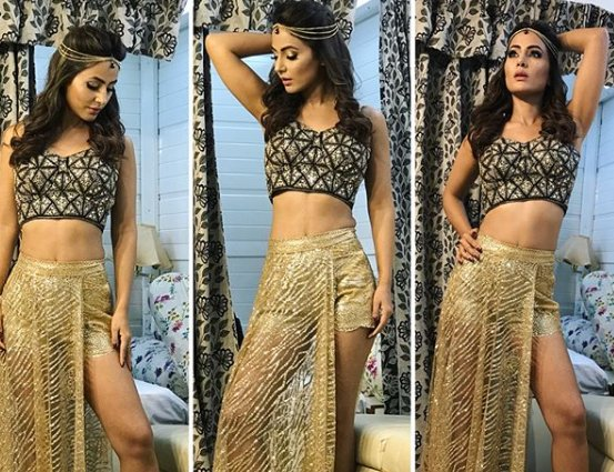 Fanatics asking Hina Khan to dress 'respectfully' during Ramzan should be condemned