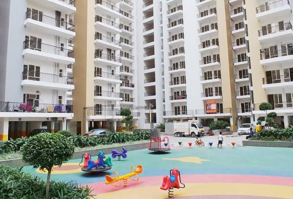 Burglars break into 3 flats in Panchsheel Greens 2, Greater Noida West