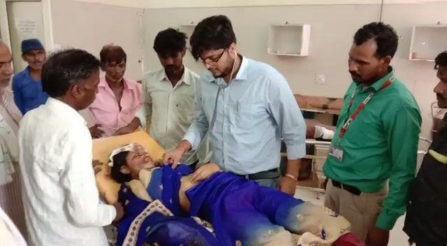 अचानक चलती बाइक से टकराया उड़ता पंछी-पलटी  पति पत्नी दोनों हुए घायल-पत्नी को चिकित्सक ने किया मृत घोषित