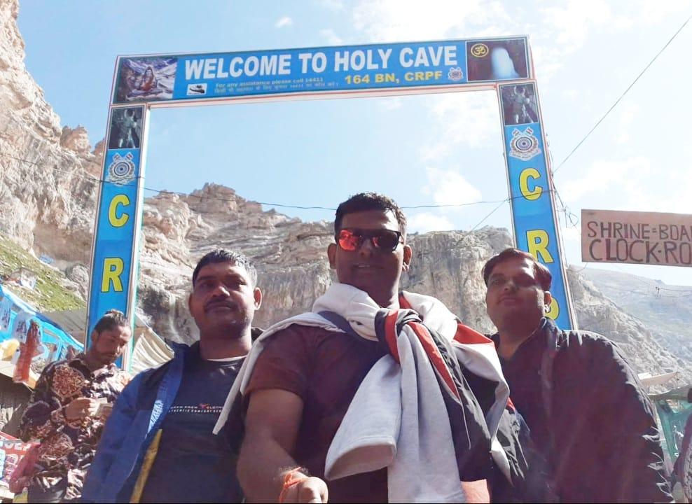 अमरनाथ यात्रा को गए कासगंज के तीर्थ  जम्मू में फंसे परिवारी जनों के माथे पर चिंता की लकीरें पल-पल की ले रहे खबर  कासगंज ! कासगंज से अमरनाथ यात्रा को गए भक्तों की टोली आज कश्मीर