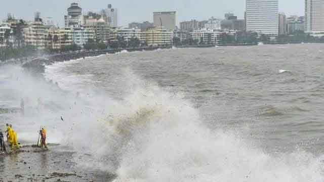 मुंबई में आज 120 की रफ्तार से दस्तक देगा निसर्ग, उड़ानें रद्द, सीएम ने की घर में रहने की अपील