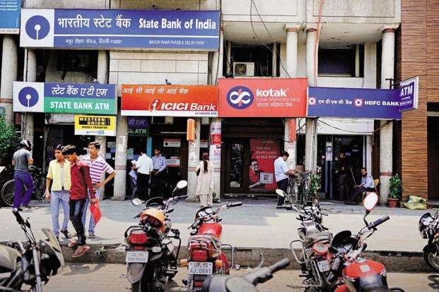 वित्त सचिव का बड़ा बयान, सभी सरकारी बैंकों का निजीकरण करेगी सरकार